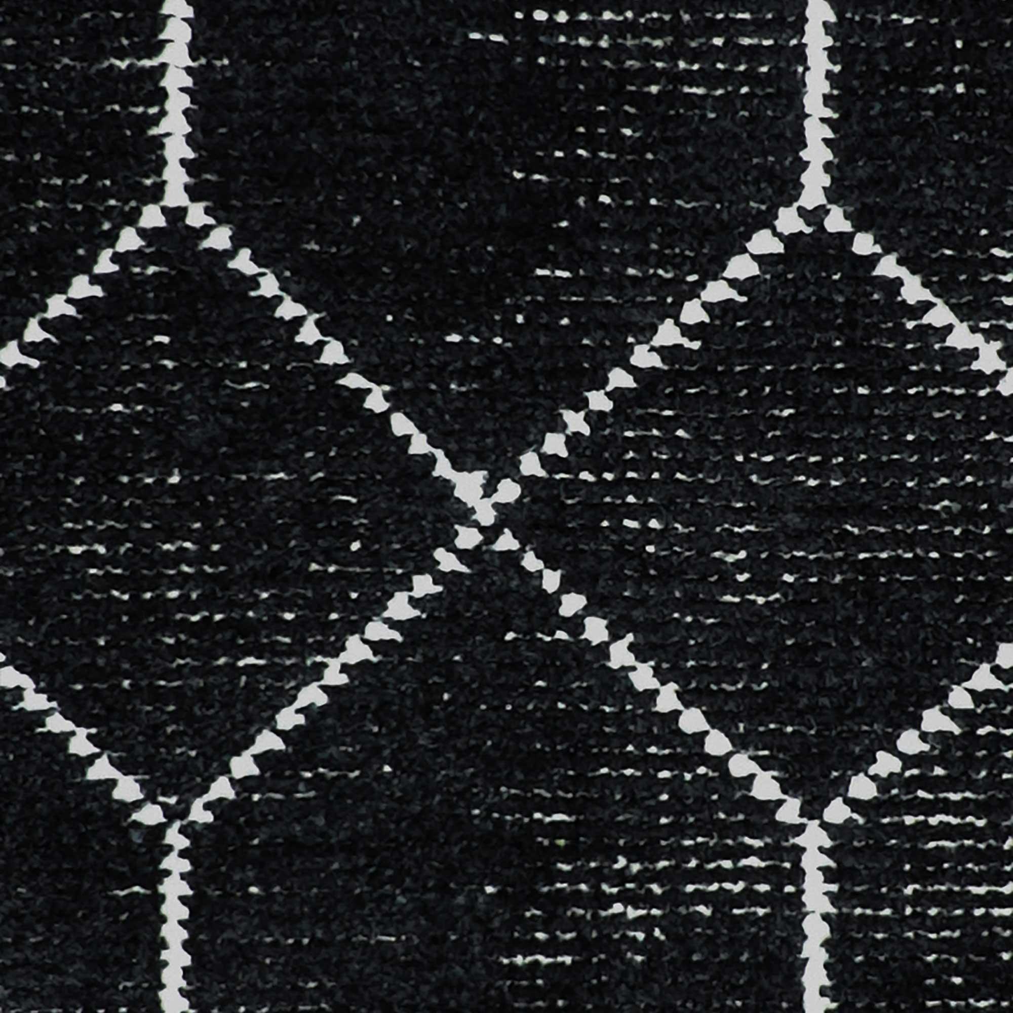 Geob1_Geometrics_Black_160x230-closeup