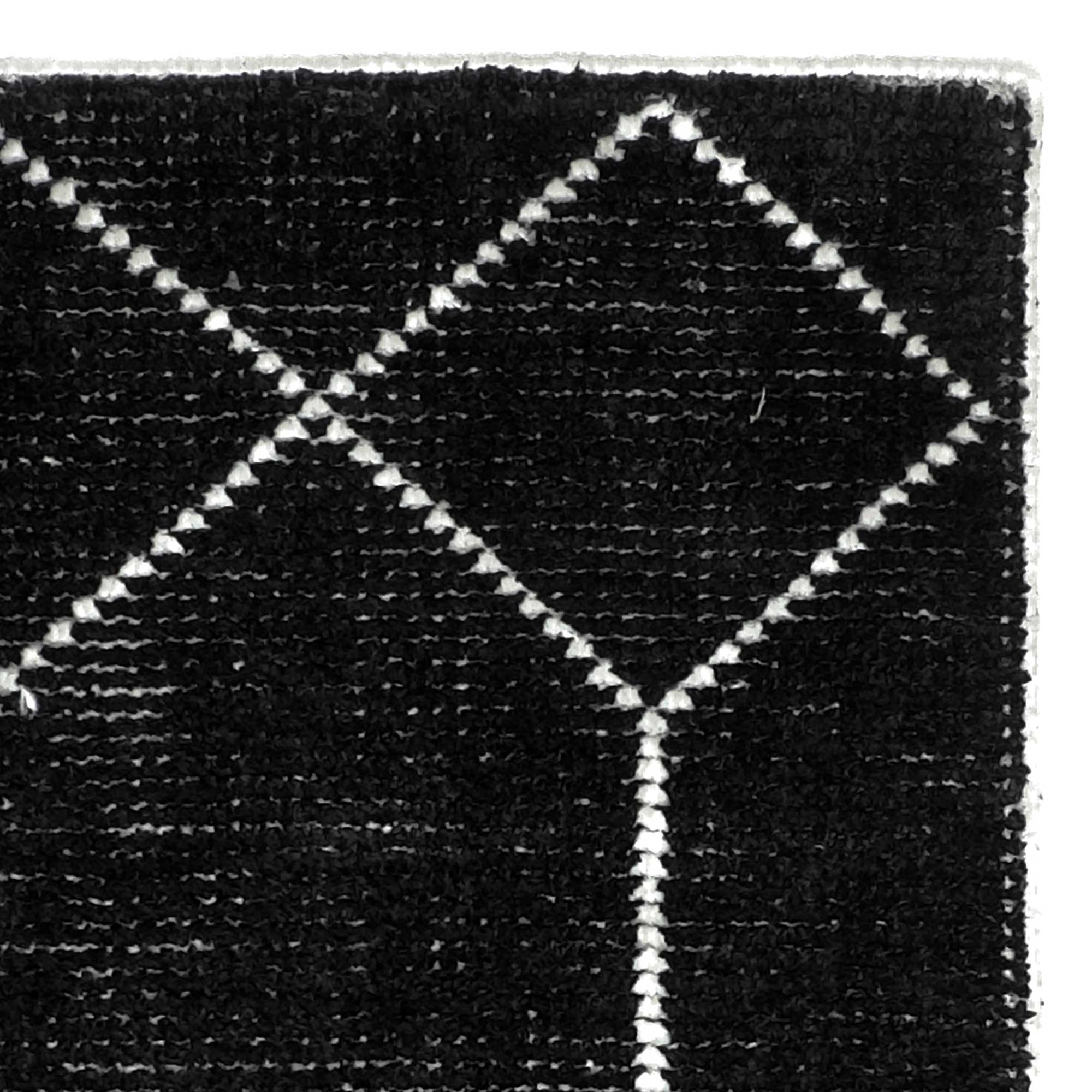 Geob1_Geometrics_Black_160x230-corner