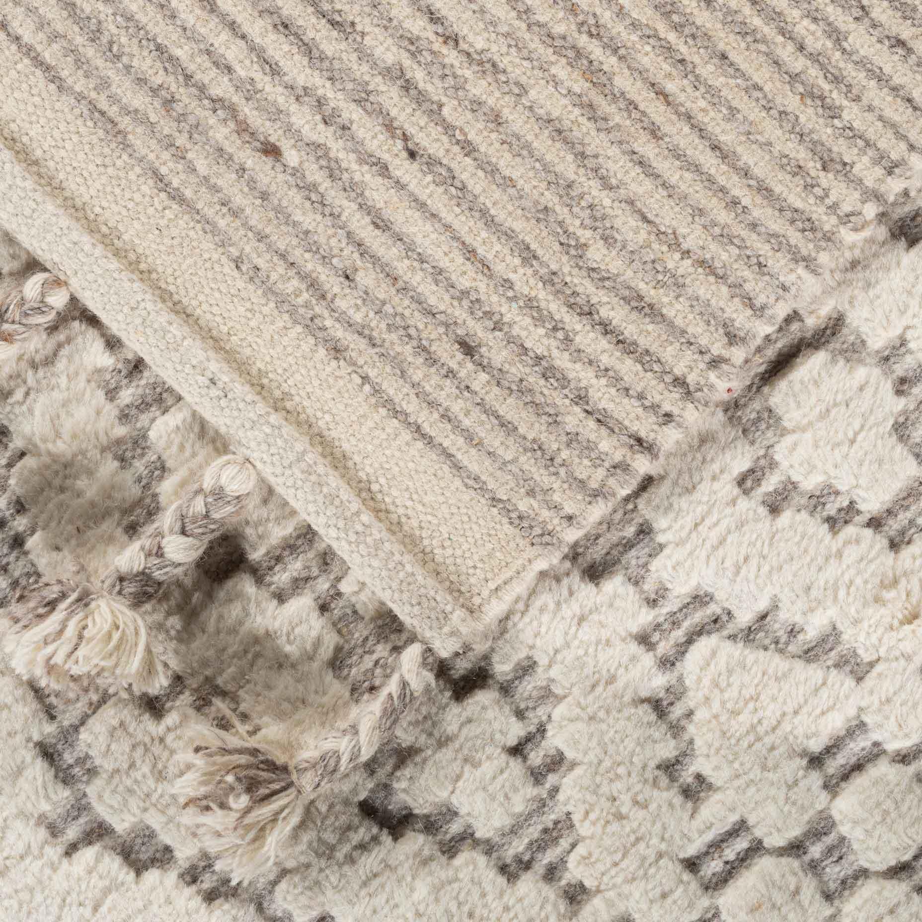 Sahara-Trellis-Ivory-Taupe_foldback